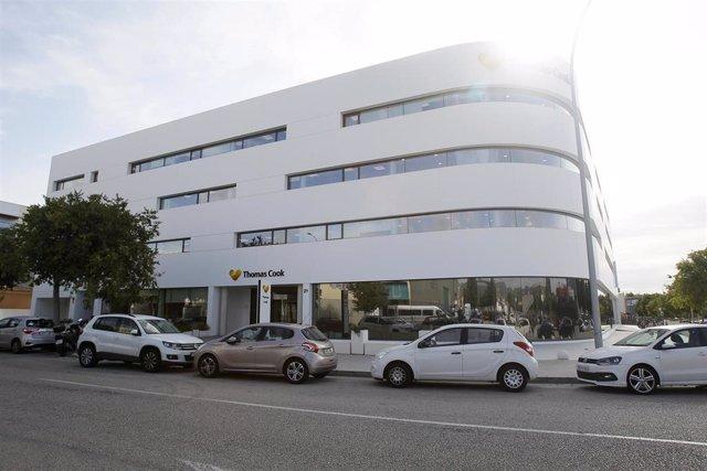 Imagen de las oficinas de la compañía de viajesThomas Cook en  Palma de Mallorca (Baleares), horas después de que la empresa británica anunciase su quiebra y de que varios de sus vuelos fuesen cancelados, a 23 de septiembre de 2019.