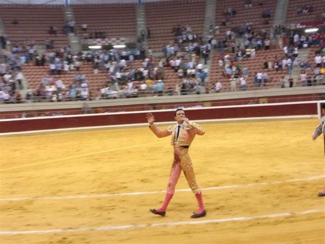 El torero Paco Ureña da la vuelta al ruedo de La Ribera tras cortar dos orejas al sexto
