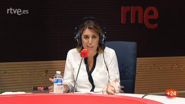 La secretaria general del PSOE-A, Susana Díaz, durante la entrevista con RNE