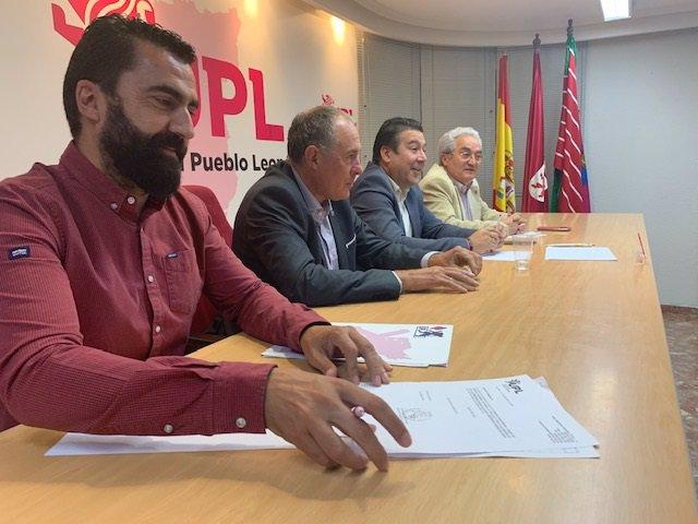 El Consejo General de Unión del Pueblo Leonés ha estado presidido por el Secretario General del partido, Luis Mariano Santos.