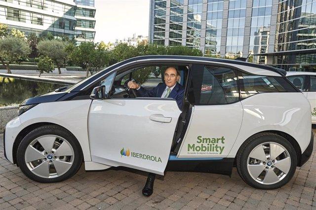 El presidente de Iberdrola, Ignacio Sánchez Galán, en un vehículo eléctrico