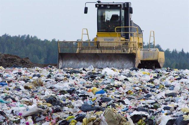 Ejemplo de vertedero con toneladas de residuos