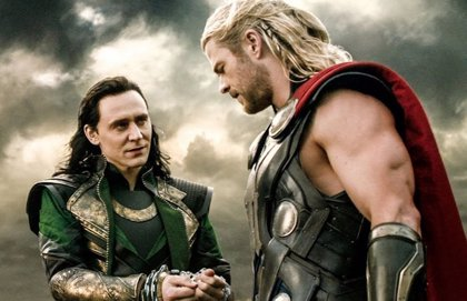 El puñetazo en la cara  de Chris Hemsworth (Thor) a Tom Hiddleston (Loki)
