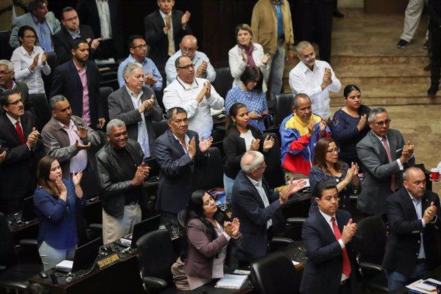 Diputados 'chavistas' regresan a la Asamblea Nacional dos años después