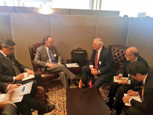 Los ministros de Asuntos Exteriores de Chile y España, Teodoro Ribera y Josep Borrell, reunidos en los márgenes de la Asamblea General de la ONU en Nueva York