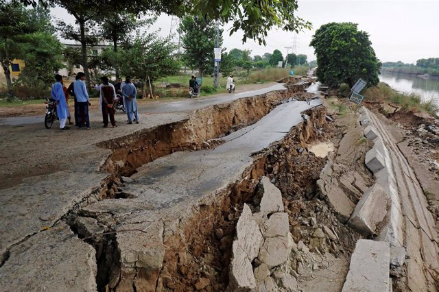Daños causados por el terremoto en Mirpur (Pakistán)