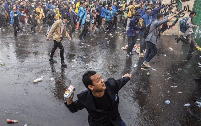 Disturbios en una protesta estudiantil contra la reforma del Código Penal en Yakarta