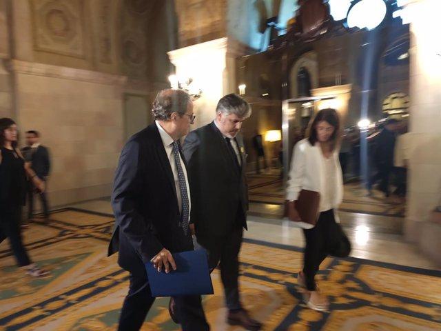 El president de la Generalitat, Quim Torra, sortint d'una reunió amb JxCat i ERC