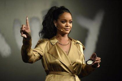 """Rihanna: """"Queremos que las mujeres no se sientan excluidas solo por tener una talla diferente"""""""