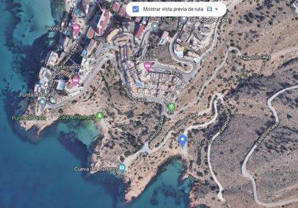 Llega una patera con unas diez personas a la cala Tío Ximo de Benidorm (Alicante)
