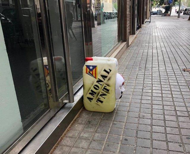 Bidó sospitós davant la seu de Podem