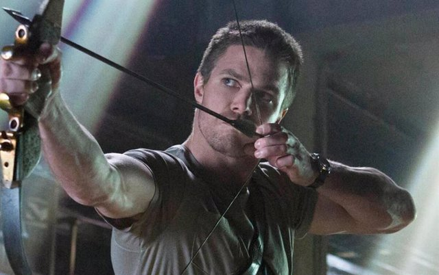 Stephen Amell como Oliver Queen en Arrow