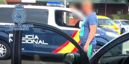 Detenido en Alicante el cabecilla de una red europea por comercializar más de 400.000 cigarrillos falsificados