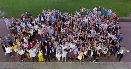 Un total de 337 alumnos de la Universidad de Navarra comienzan el curso con una beca Alumni
