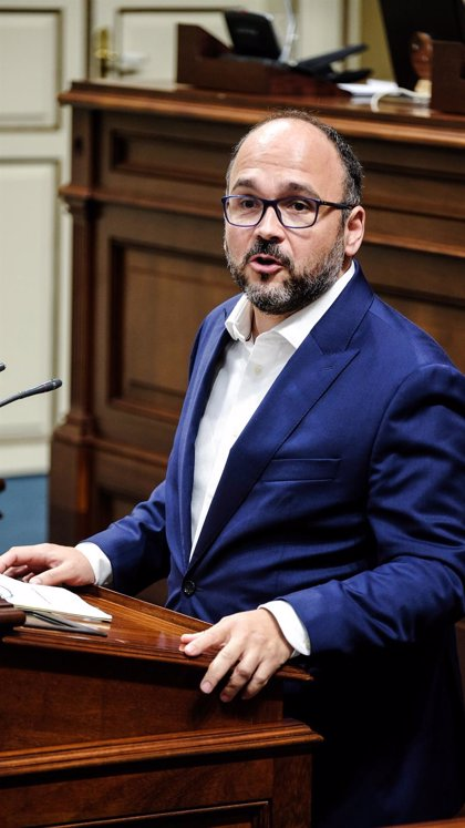 """El Gobierno de Canarias cierra la puerta al gas y avisa de que será """"firme"""" con las leyes ambientales"""