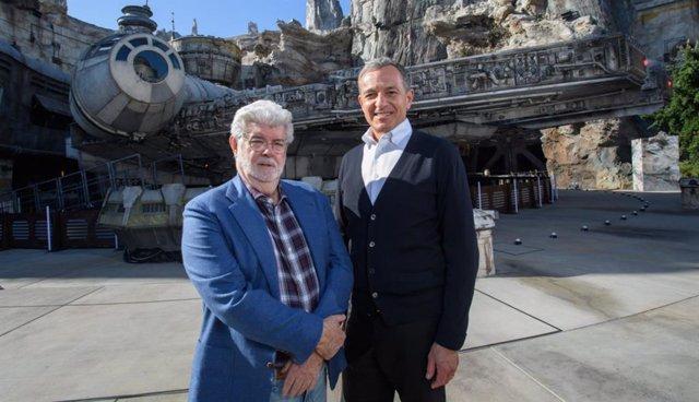 George Lucas junto a Bob Iger en Disneyland Resort Anaheim