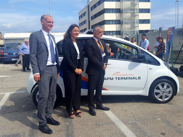 El Head of Terminals Europe en APM Terminals, Igor Van Den Essen; la presidenta del Port de Barcelona, Merc Conesa, i el general manager de APM Terminals Barcelona, Narcís Pavón.