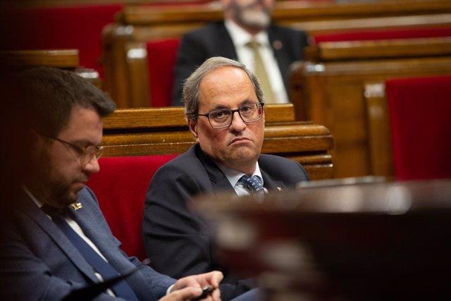 El president de la Generalitat, Quim Torra (d) i el vicepresident de la Generalitat, Pere Aragonès (e), en el debat sobre política general al Parlament de Catalunya, a Barcelona, 25 de setembre del 2019.