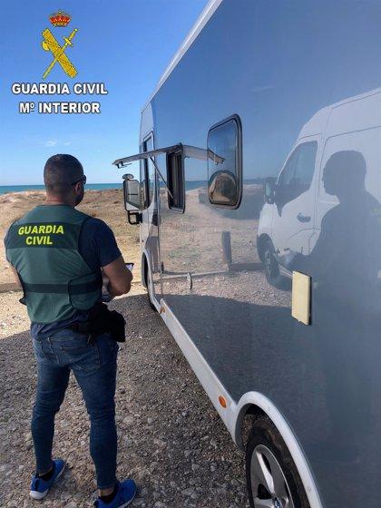 Detenidos cuatro hombres por 21 robos en autocaravanas en la Playa de la Garrofera durante el verano