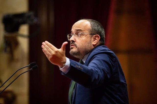 El presidente del PP catalán, Alejandro Fernández, interviene en el Debate de Política General del Parlament.