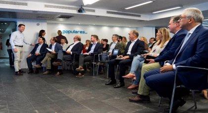 'Génova' reúne a cargos territoriales para unificar mensajes y preparar una campaña a pie de calle ante las generales