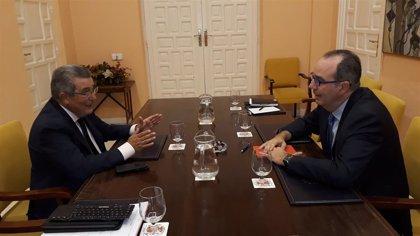 """Toscano y Bretón abordan la colaboración policial en el Polígono Sur y la """"comisaría satélite"""""""