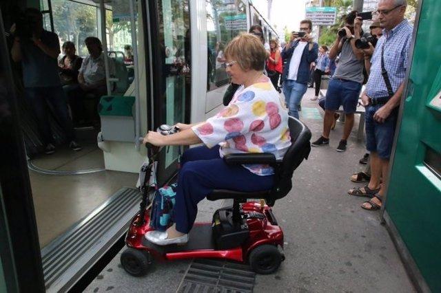 La metròpolis de Barcelona amplia a 21 municipis l'accés de escúters al transport públic