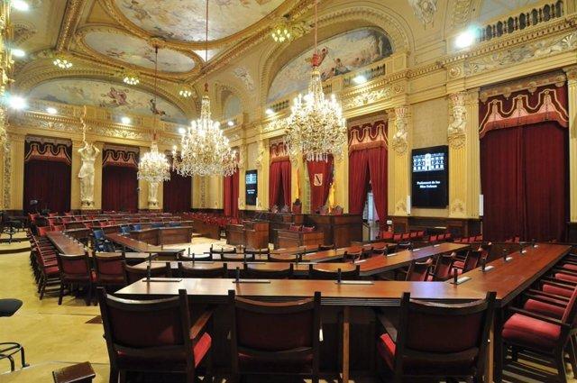 Imagen de recurso de la sala de plenos del Parlament.