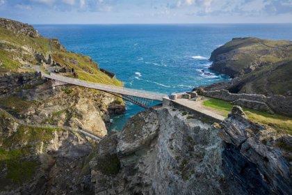 La construcción de un puente hace revivir la leyenda del rey Arturo en una pequeña isla de Cornualles (Gran Bretaña)