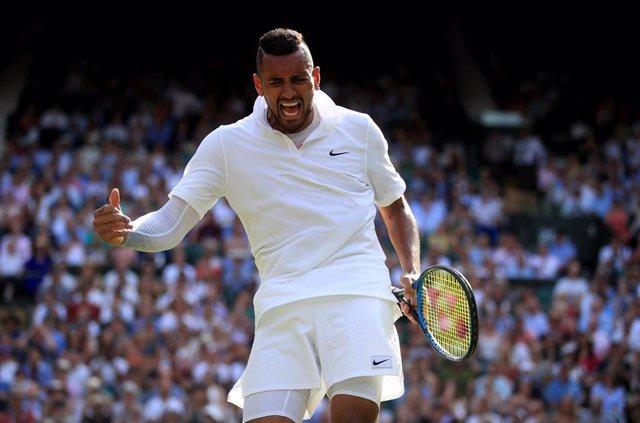 Nick Kyrgios se lamenta en el partido ante Rafa Nadal en Wimbledon 2019