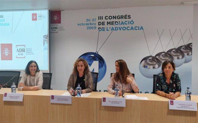 La diputada del Icab Núria Flaquer; la consellera Ester Capella; la decana del Icab, Maria Eugnia Gay, y la presidenta de la Comisión de Mediación del Icab, Montse Purtí