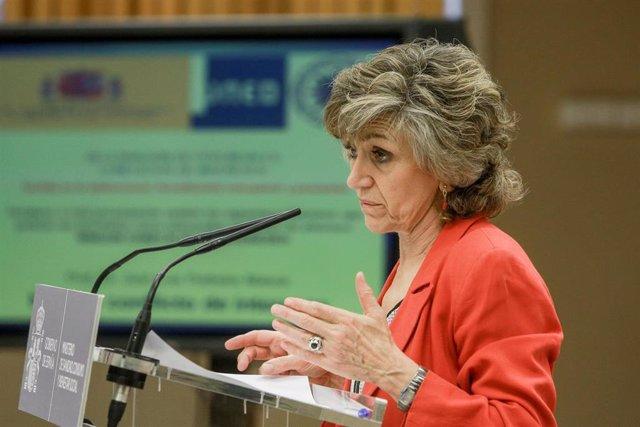 La ministra de Sanidad, Consumo y Binestar Social en funciones, María Luisa Carcedo, durante su intervención en la inauguración del acto institucional del Día Mundial para la Prevención del Suicidio.