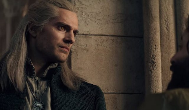 Henry Cavill como el héroe de The Witcher