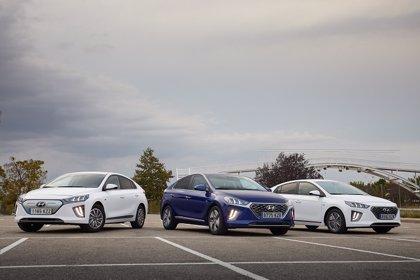 Hyundai actualiza la gama del Ioniq con mejoras de conectividad, diseño y aumento de la batería