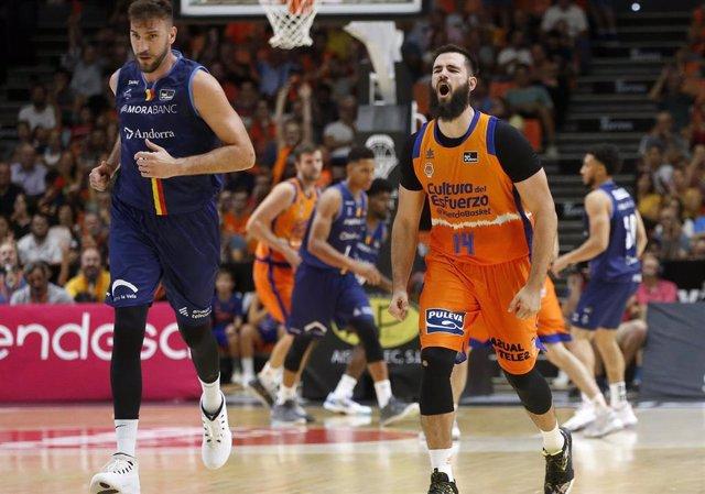 Bojan Dubljevic celebra una canasta con el Valencia Basket.