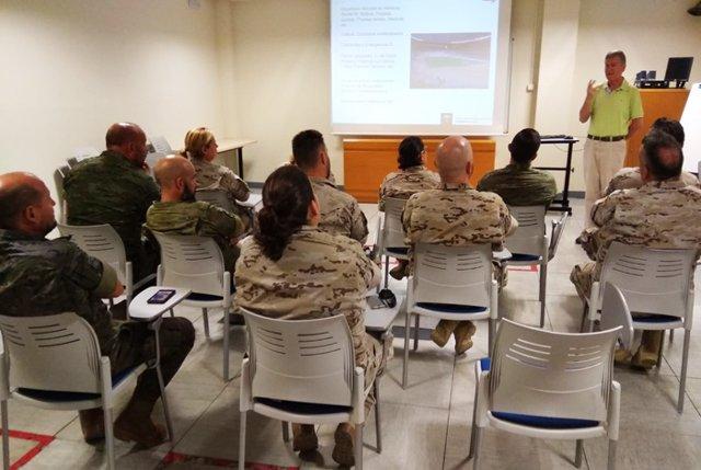 Nota Epes 061: El 061 Imparte Formación En Primeros Auxilios Y Uso Del Desfibrilador A Militares Andaluces