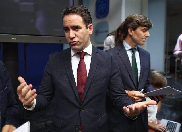 El secretari general del Partit Popular, Teodoro García Egea, atén els mitjans de comunicació en acabar la primera reunió del Comit Executiu Nacional del partit