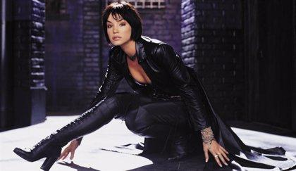 Ashley Scott será Cazadora en Crisis en Tierras Infinitas