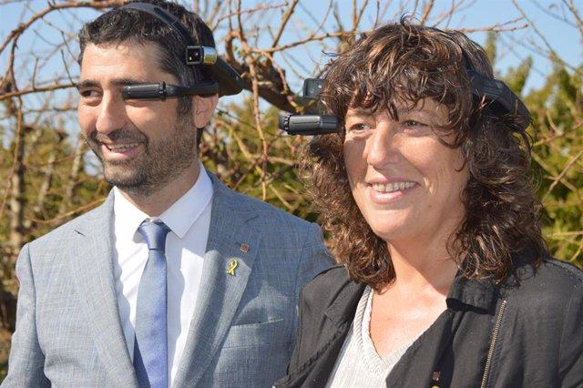 Els consellers Jordi Puigneró i Teresa Jordá a Albatàrrec en la presentació del primer camp d'Espanya connectat amb 5G.