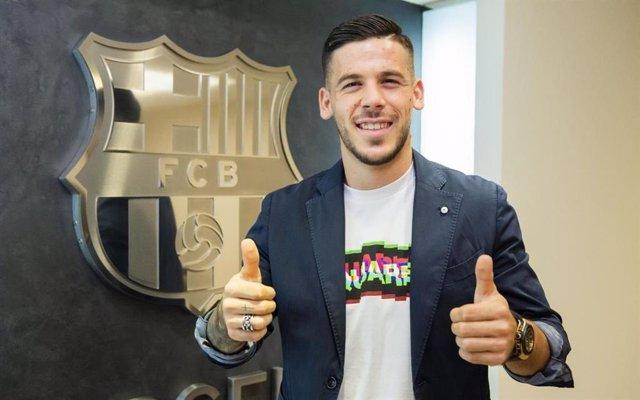 Fútbol.- El canterano Carles Pérez renueva con el FC Barcelona hasta 2022