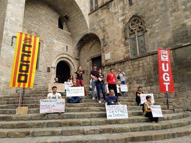 Concentració de delegats de CC.OO. i UGT per la vaga mundial pel clima