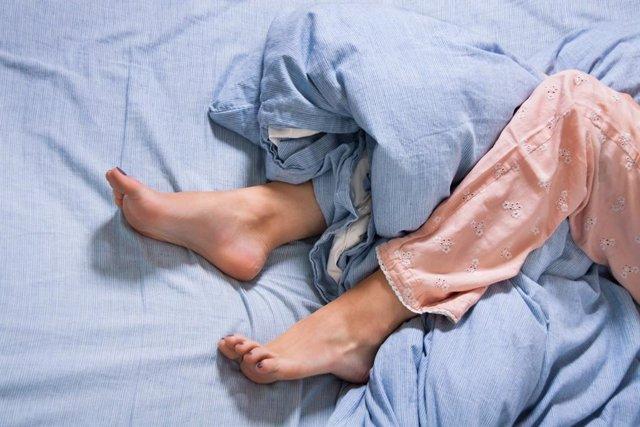 Piernas inquietas, durmiendo