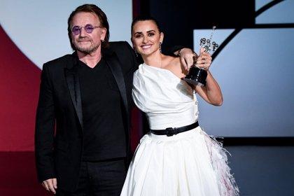 Penélope Cruz recibe el Premio Donostia y pide que se escuche a las víctimas de violencia machista