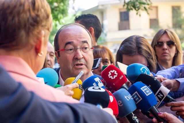 El primer secretari del PSC, Miquel Iceta, atén als mitjans de comunicació abans de la reunió del Comit Federal del PSOE, a Madrid (Espanya) el 28 de setembre de 2019.