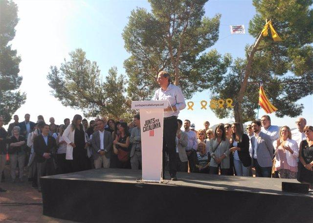 El president de la Generalitat, Quim Torra, en un acte de JxCat davant la presó de Lledoners, a Sant Joan de Vilatorrada (Barcelona)