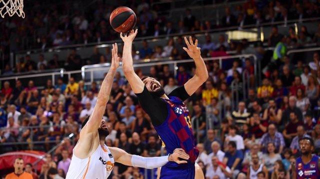 Nikola Mirotic, en un partido con el Barça.