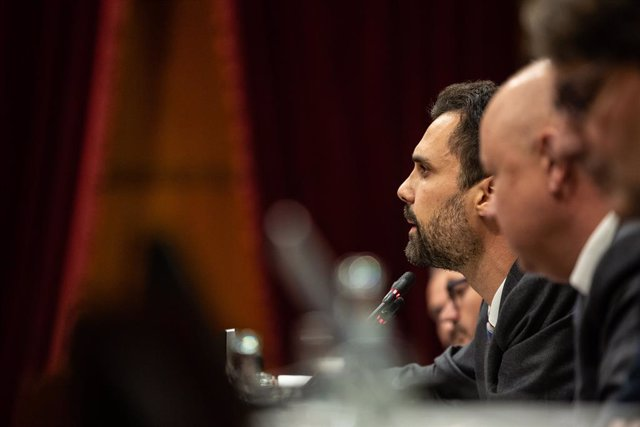 El president del Parlament de Catalunya, Roger Torrent, crida a l'ordre l'hemicicle durant el debat sobre política general al Parlament de Catalunya, Barcelona, 25 de setembre del 2019.