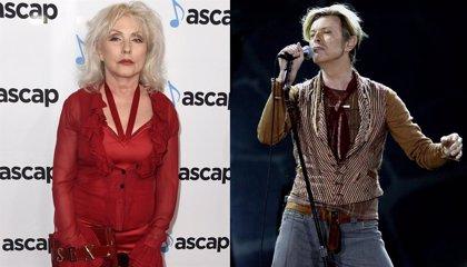 Debbie Harry recuerda cuando David Bowie le enseñó su pene en agradecimiento por haberle conseguido cocaína