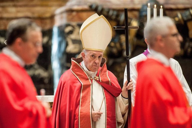 September 27, 2019 - Vatican: Pope Francis celebrates the rite of the Last Commendatio and Valedictio at the funeral of Card. William Joseph Levada (1936-2019) at the Altar of the Chair of St. Peter's Basilica in the Vatican. (CPP/CONTACTO)