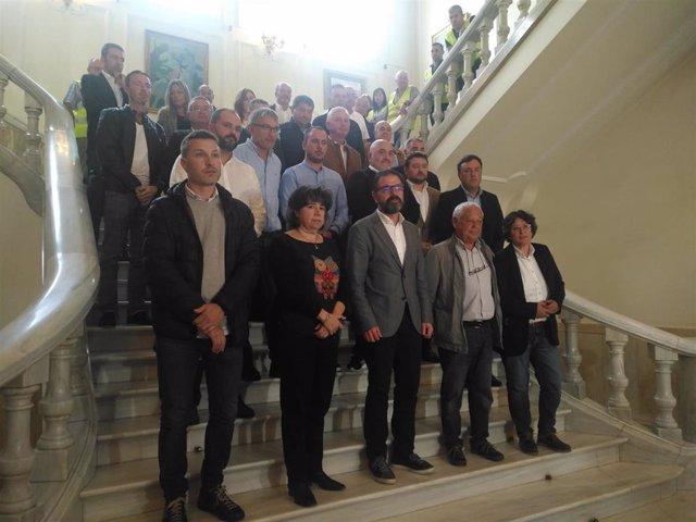 Alcaldes y representantes municiaples en una reunión en Ferrol ante la emergencia industrial.